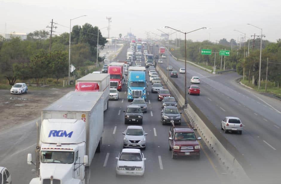 Negro panorama en la carretera a Laredo