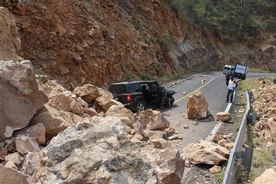 Sismo deja afectaciones en carreteras de Oaxaca